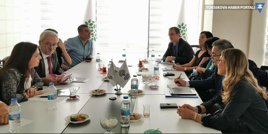 Avrupa Konseyi heyeti görevden alınan belediye eş başkanlarıyla görüştü