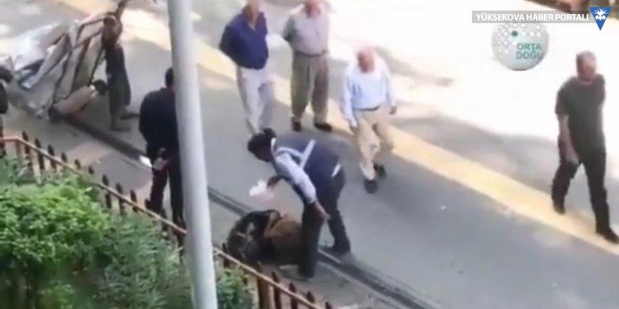 Diyarbakır'da kağıt toplayan küçük çocuğa tokat, sosyal medyada tepki topladı