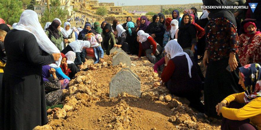 Yaşamını yitiren anne ve 2 çocuğu İdil'de defnedildi