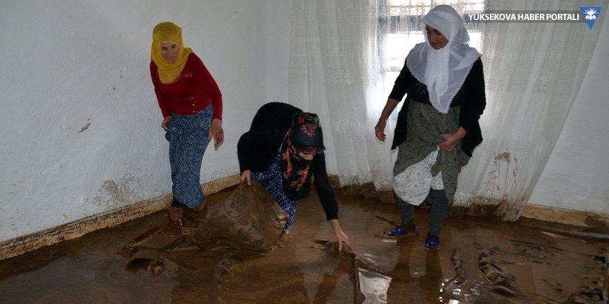 Muş'ta sel: 3 yaralı
