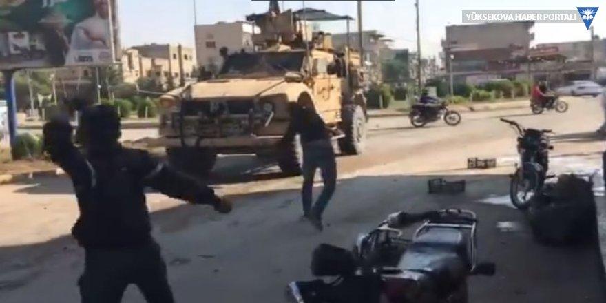 Kamışlı'da ABD askerlerine taş ve çürük domatesli protesto
