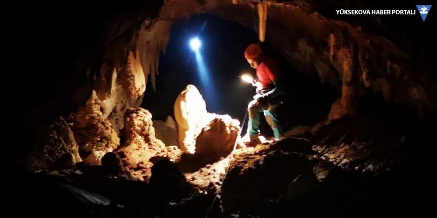 Hakkari'de dağcılar mağarada keşif yaptı
