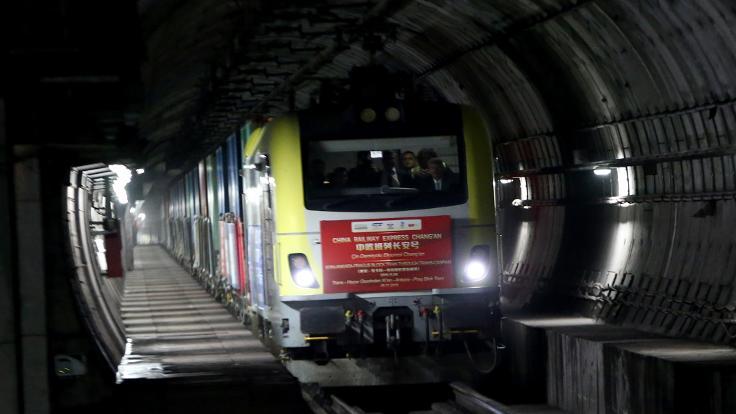 Çin'den gelen tren Marmaray'dan geçti