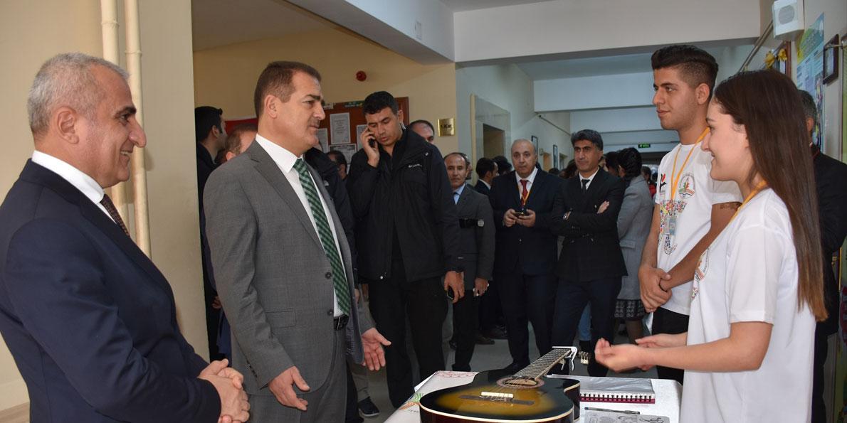 """Hakkari'de """"TÜBİTAK 4006 Bilim Fuarı"""""""
