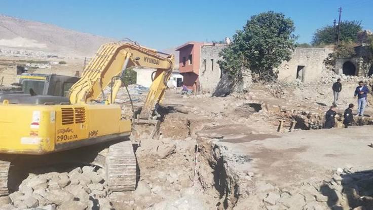 Hasankeyf'te tarihi çarşı da yıkıldı