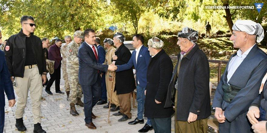 Hakkari Valisi Akbıyık sınır köylerini ziyaret etti