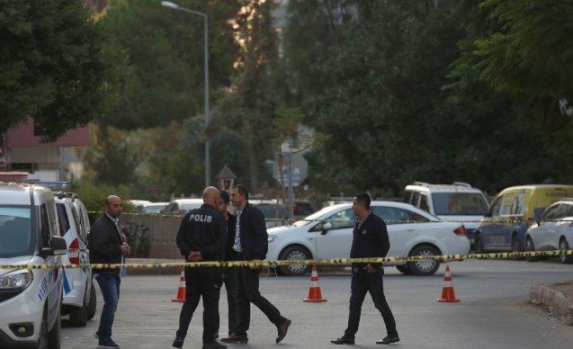 Aynı aileden ikisi çocuk dört kişi ölü bulundu