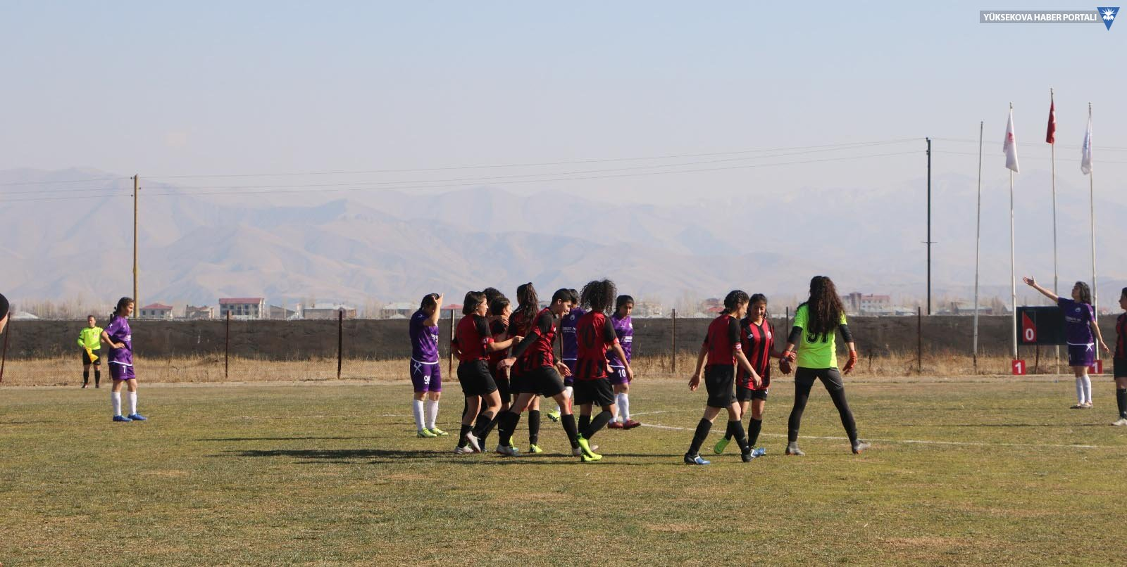 Yüksekova kadın futbol takımı 3 puanı aldı