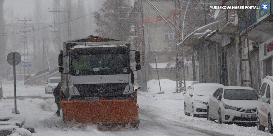 Van'da kar yağışı ulaşımı aksattı