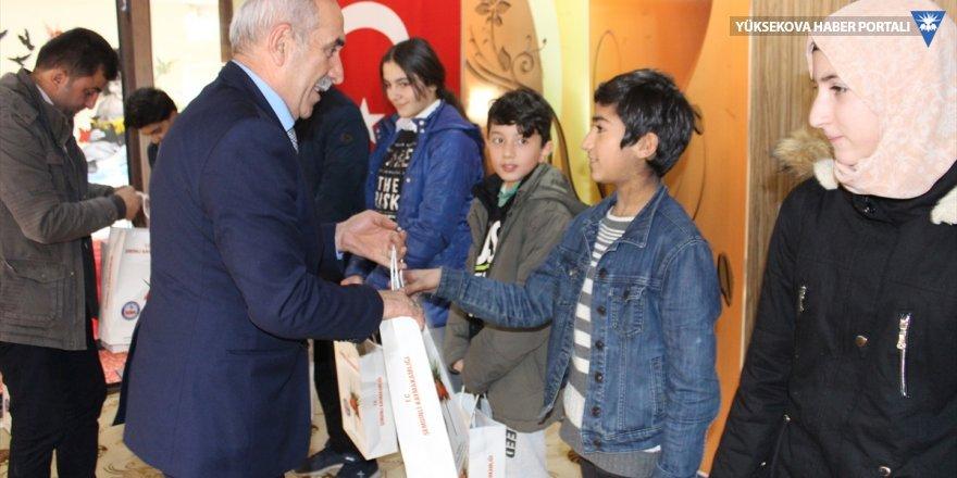Şemdinli'de öğrencilere kitap desteği