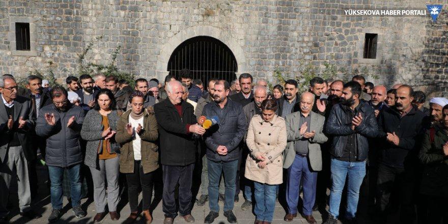 Üçüncü kez kayyum atanan Sur Belediyesi önünde protesto