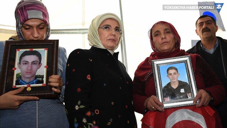 Emine Erdoğan Diyarbakır'da HDP önündeki aileleri ziyaret etti