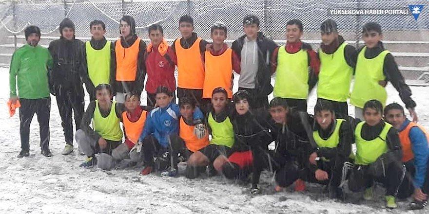 Yüksekova'nın U15 futbol takımı malzeme sorunu yaşıyor