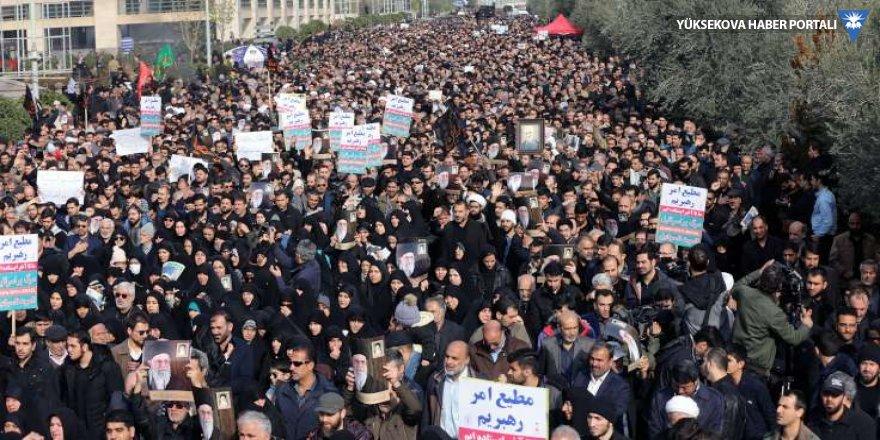 İran sokaklarında ABD'ye öfke seli
