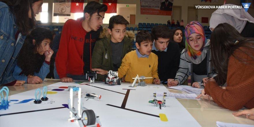 Hakkari'de öğrenciler yeteneklerini sergiledi