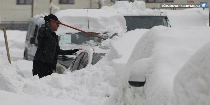 Hakkari ve ilçelerinde kar yağışı