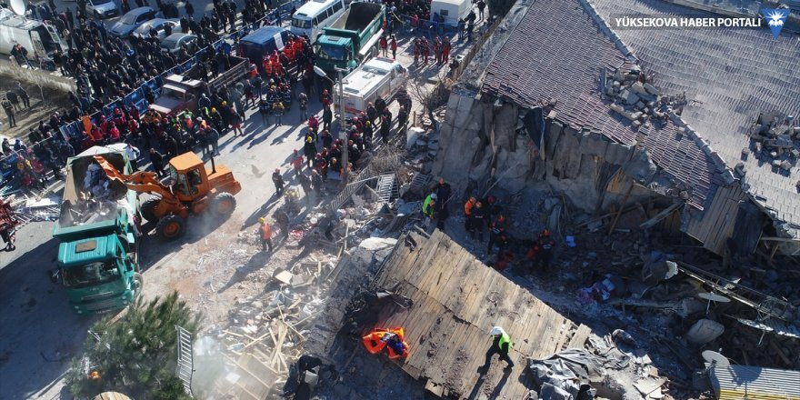39 kişi enkazdan sağ çıktı, 22 kişi aranıyor