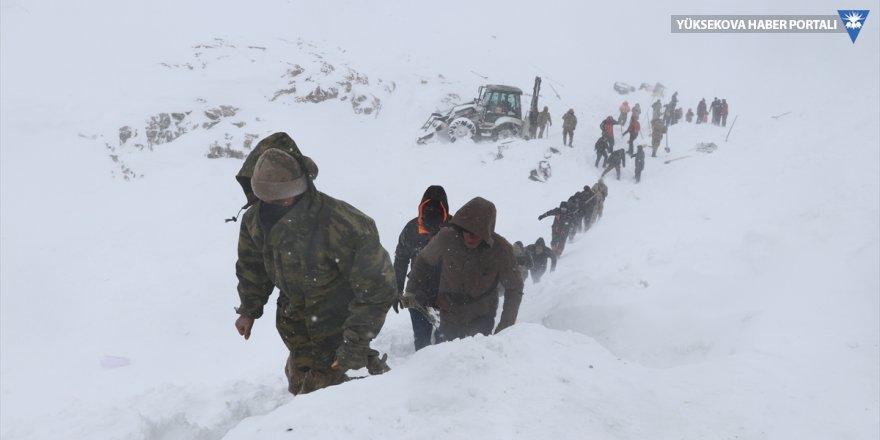 Van'da çığ bölgesindeki çalışmalara yoğun kar nedeniyle ara verildi