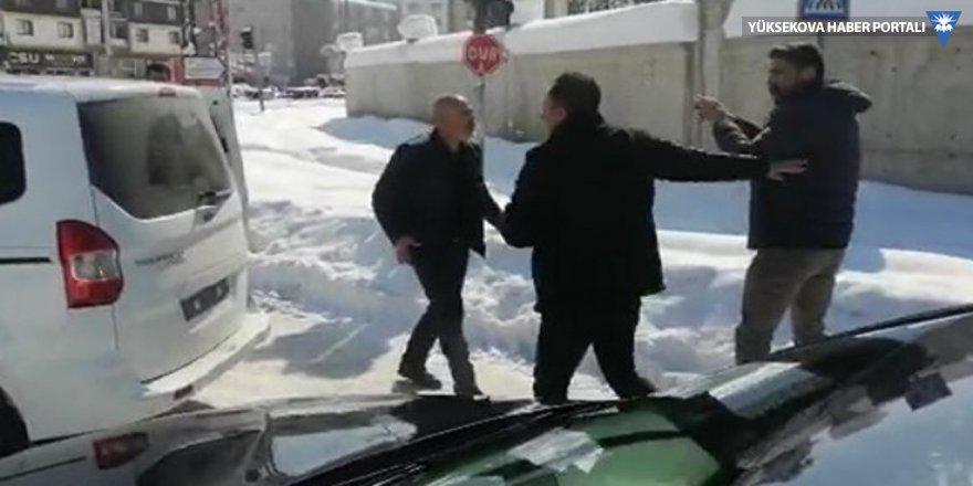 HDP'li Sarısaç'ı takip edenler yanındaki PM üyesini alıp götürdü