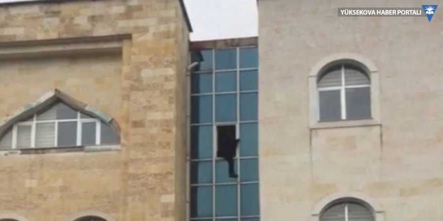 Kaymakamlık binasından atlayan kişi hayatını kaybetti
