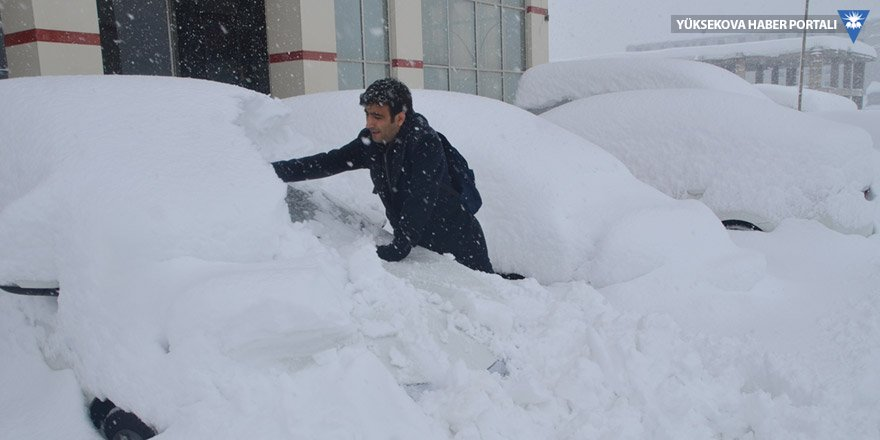 Hakkari'de 420 yerleşim biriminin yolu kapalı