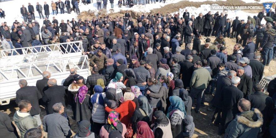 Depremde hayatını kaybedenler için cenaze töreni düzenlendi