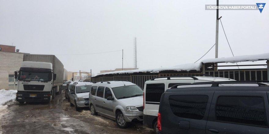 Esendere sınır kapısında mahsur kalan Yüksekovalılar: Dönüşümüze izin verilmeli