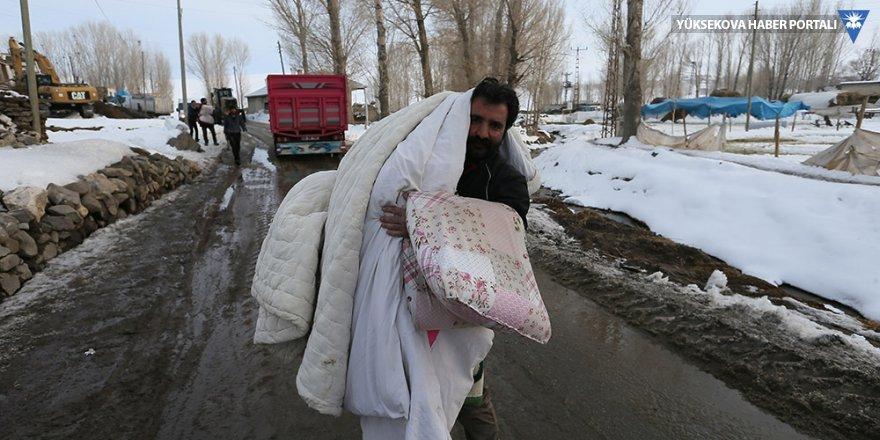 Depremzedeler kendileri ve hayvanları için çadır istiyor