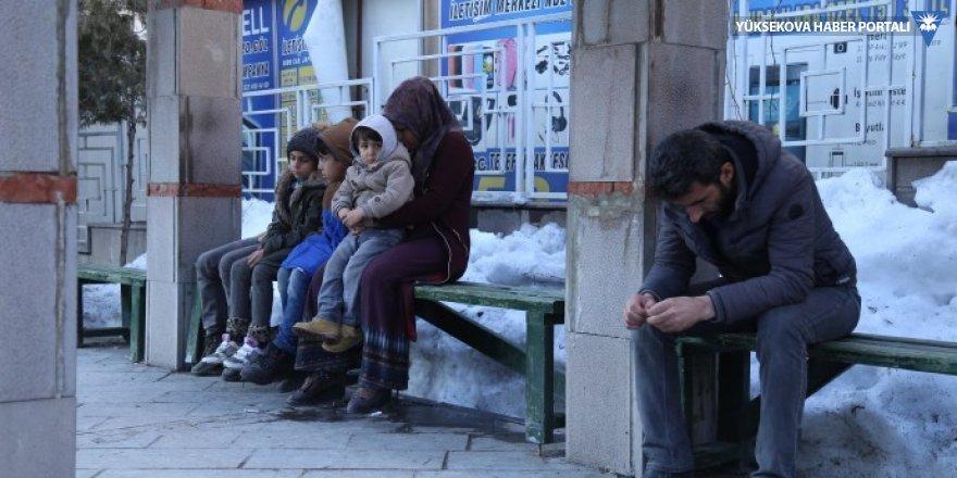 Kirasını ödeyemeyen aile sokakta kaldı