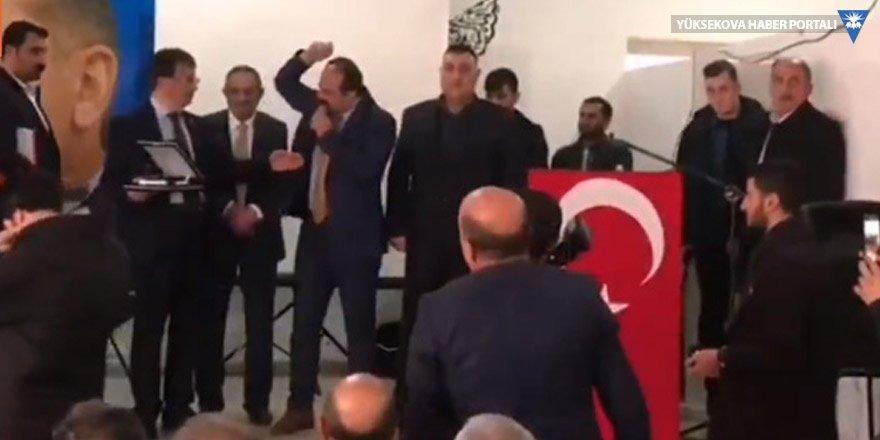 AK Parti kongresinde 'şerefsiz' kavgası