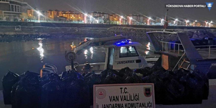 Van'da tekneyle sigara kaçakçılığı yapan 2 kişi yakalandı