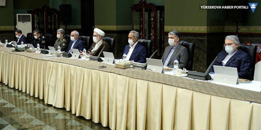İran'da maskeli korona zirvesi: Ulusal karantina namümkün, üretime devam, okullar iki haftaya açılabilir