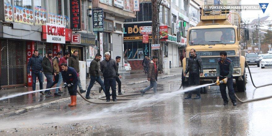 Yüksekova'da cadde ve sokaklar, tazyikli suyla yıkandı