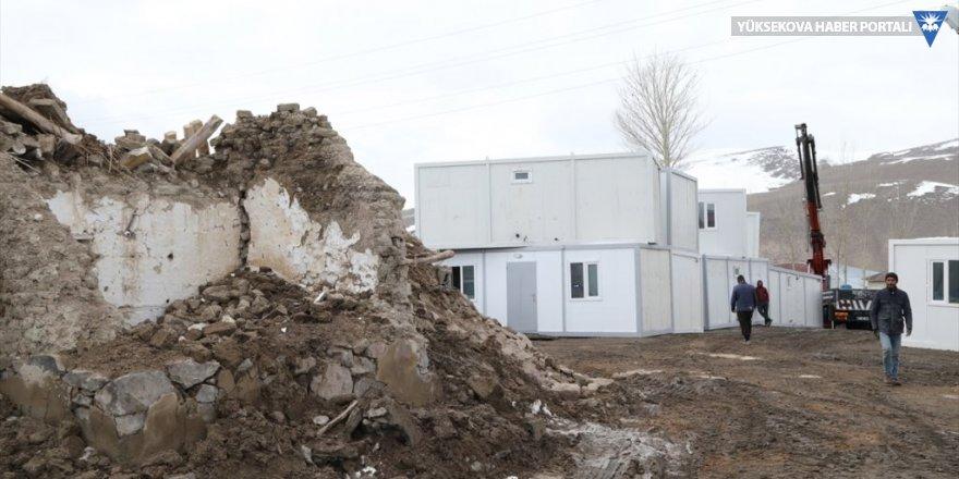 Van'daki depremzedeler için konteynerin kurulumuna başlandı