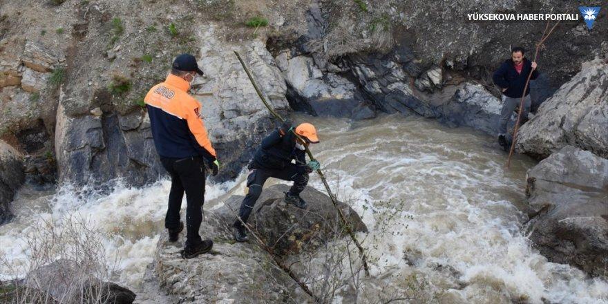 Hakkari'de kar sularıyla debisi artan dereye düşen çocuk öldü