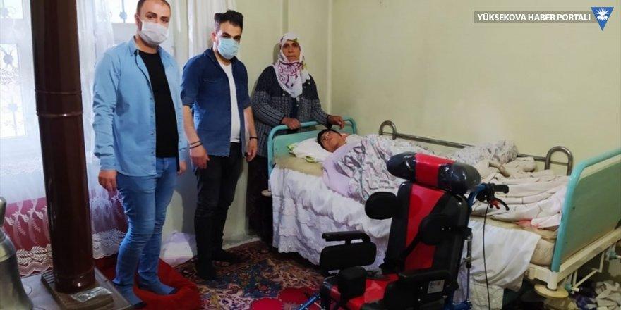 Hakkari'de engelli genç kıza engelli puseti desteği
