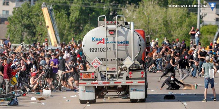 ABD'de binlerce eylemcinin üzerine tanker sürüldü