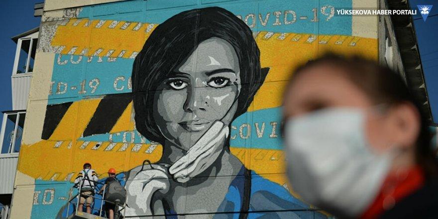 Dünya Sağlık Örgütü'nden hükümetlere tavsiye: Halka açık alanlarda üç katlı maske takılsın