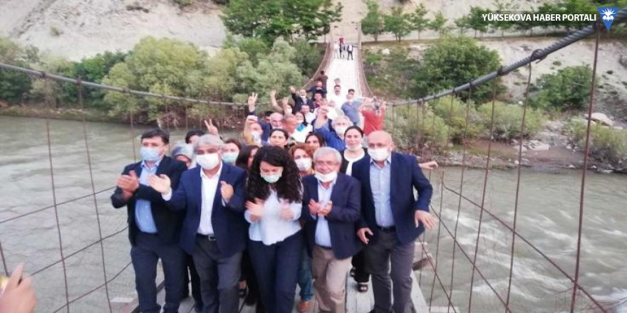 HDP'liler Deniz Gezmiş'in yaptığı köprüden geçti