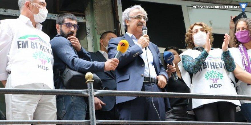 HDP Hakkari'de start verdi: Bir araya gelmemize bile izin vermiyorlar