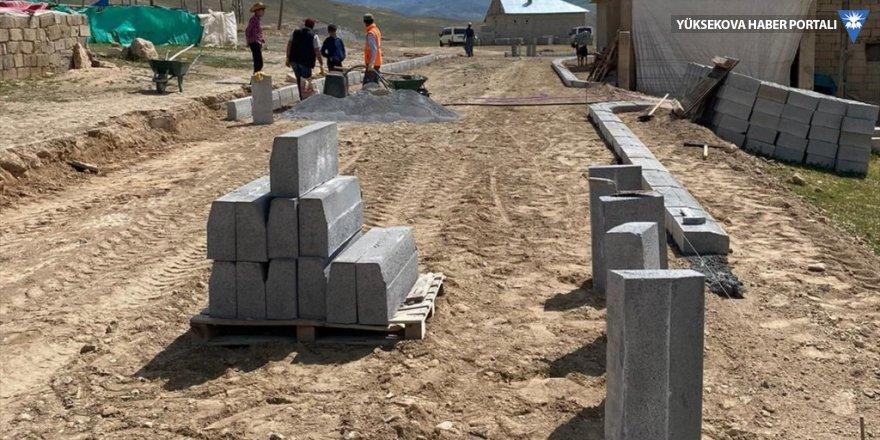 Başkale'de kilitli parke taşı döşeme çalışması başlatıldı
