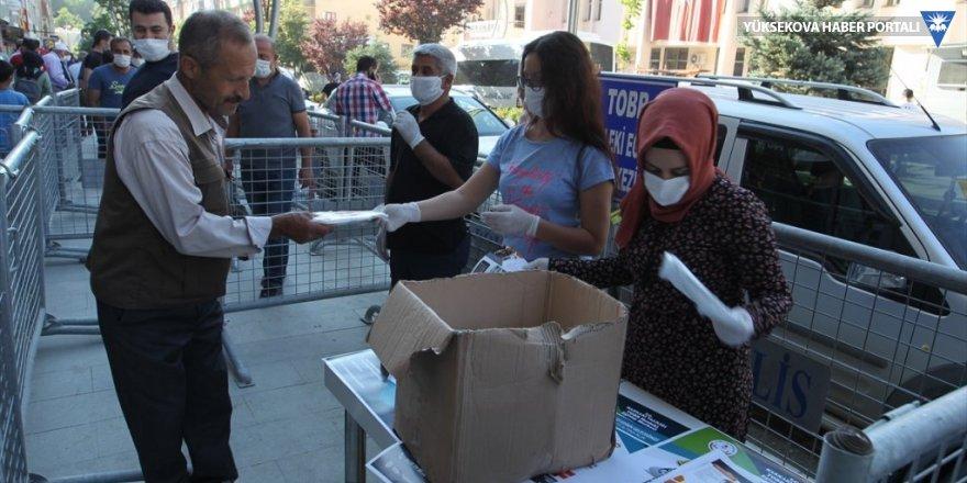 Hakkari'de ücretsiz maske dağıtıldı