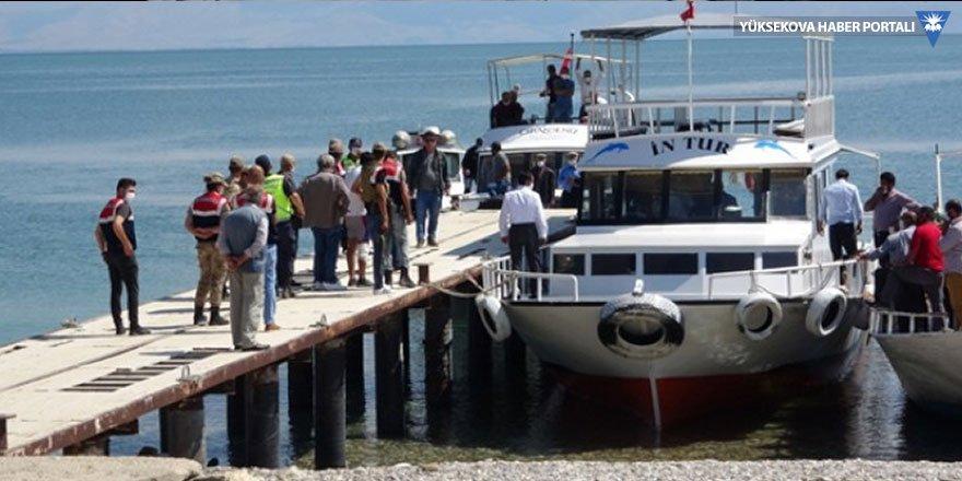Van'da batan tekneyi arama çalışmaları yeniden başladı