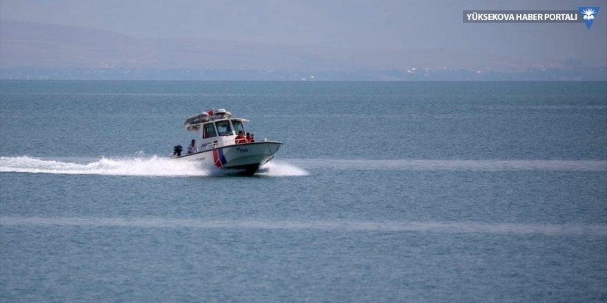 Van Gölü'nde batan teknedeki cesetlerin çıkarılmasına yönelik çalışma devam ediyor