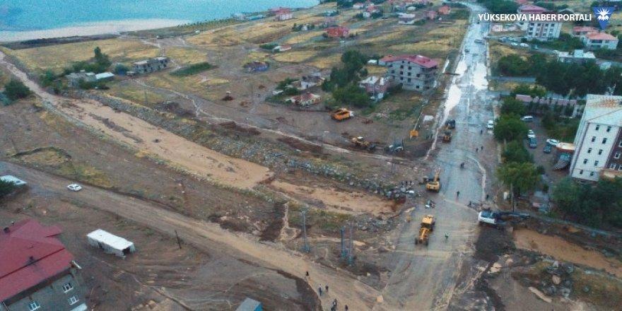 Tatvan'da ev ve işyerleri sular altında kaldı