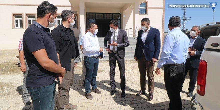 Kumbasar'dan Yüksekova'daki yeni 2 okula ziyaret