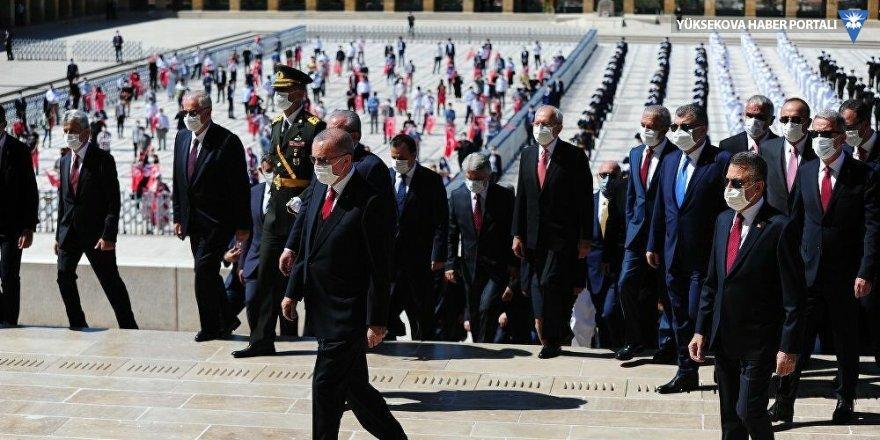 Erdoğan Anıtkabir'de: 2023'e ekonomik, siyasi ve diplomatik bakımdan daha güçlü bir ülke olarak girmekte kararlıyız