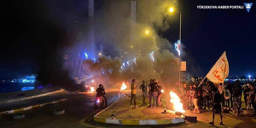Irak'ta parti binaları ateşe verildi