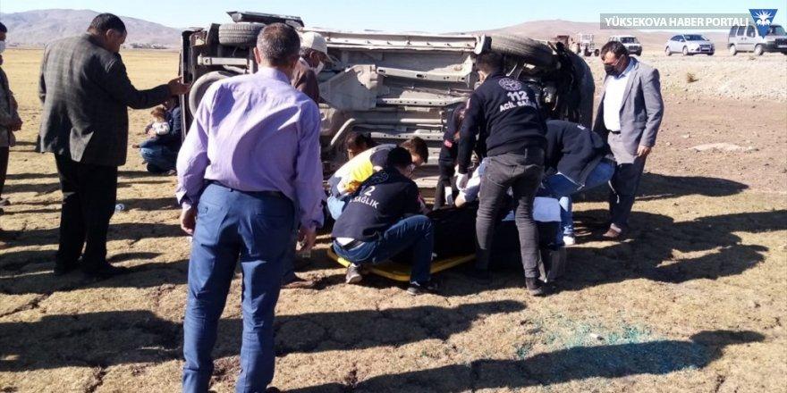 Özalp'ta şarampole devrilen otomobildeki 5 kişi yaralandı