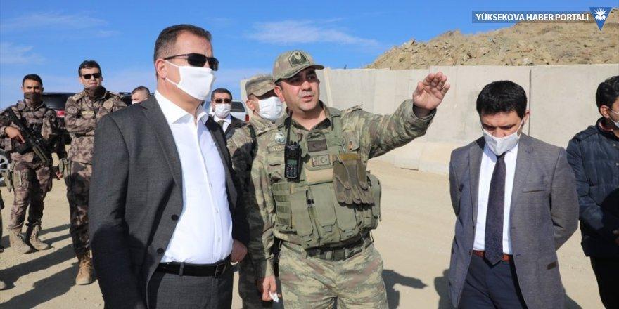 Hakkari Valisi Akbıyık, sınırdaki güvenlik duvarı ve yolları inceledi